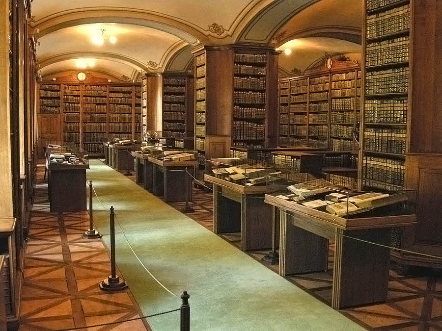 Cathedral Library, Kalocsa.jpg