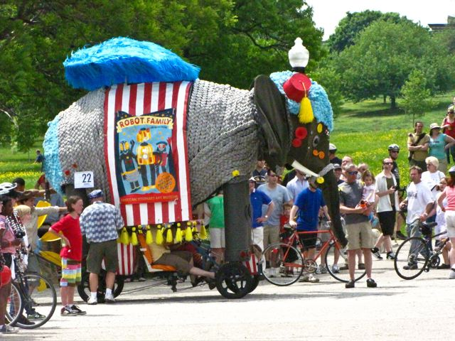 Kinetic Sculpture Race - Robot Family Elephant