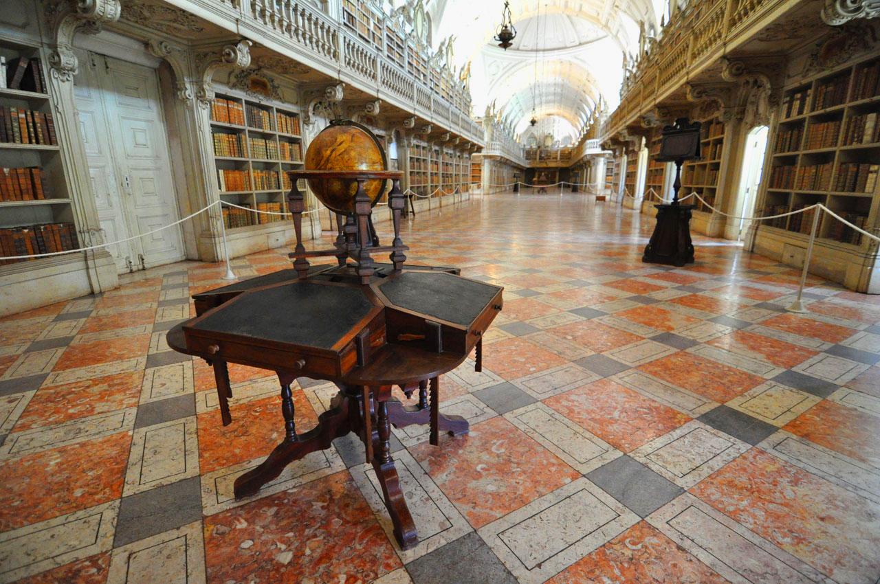 Biblioteca do Palacio e Convento de Mafra I