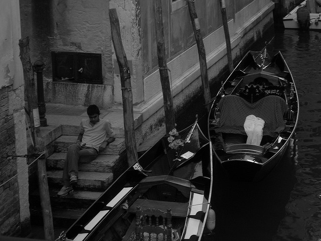 Gondolier Relaxing in Venice's Canals - Niti - Atlas Obscura Blog