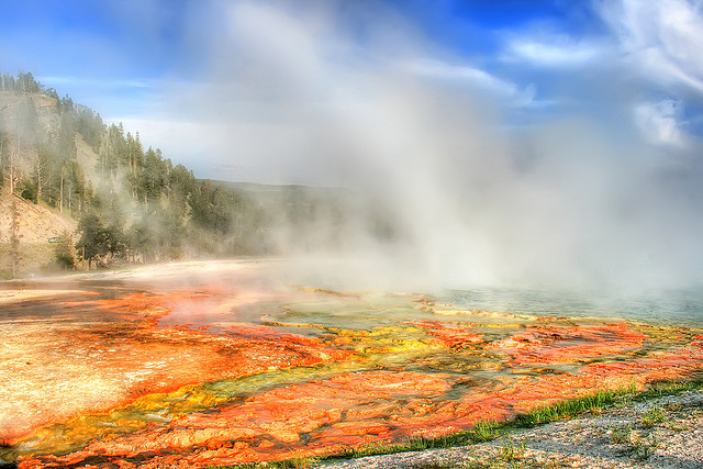 Thermal Hot Springs Yellowstone - Wyoming - Atlas Obscura Blog